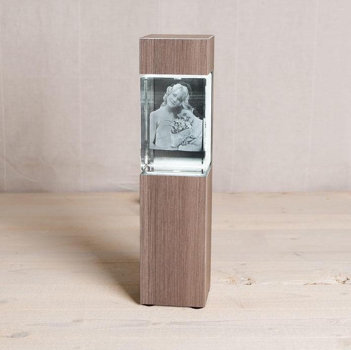"""Colonne pour MEGA Portrait, Série """"Ceramic Wood"""""""