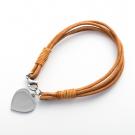 Bracelet en cuir marron claire 19 cm avec fermoir en acier inoxydable et cœur en acier gravé